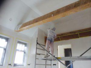 latex spuiten plafond balken